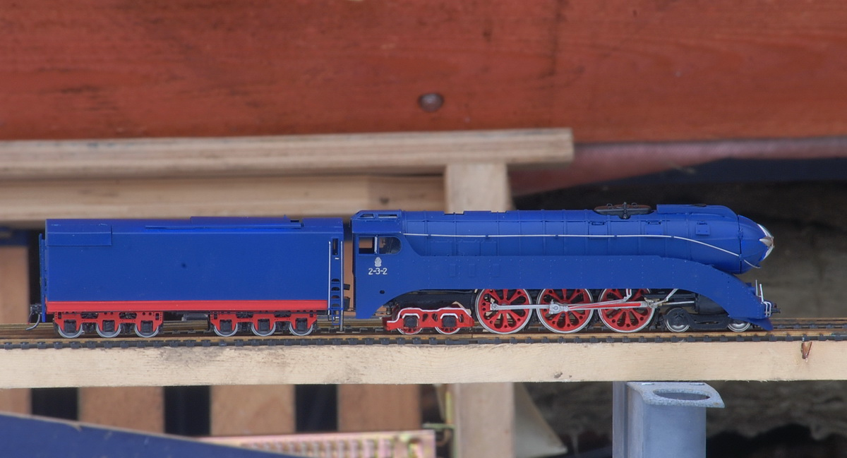 Locomotive 2-3-2V in dark blue livery - Click Image to Close